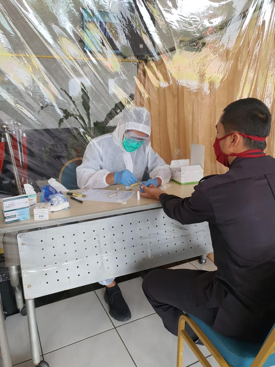 Badan Litbang Diklat Kumdil melakukan Rapid Test Covid-19